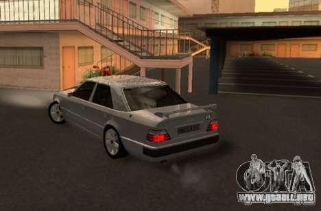 Mercedes-Benz E500 Taxi 1 para GTA San Andreas vista posterior izquierda