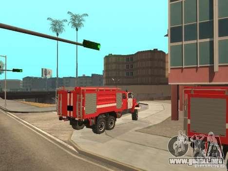 Firetruck ZIL para GTA San Andreas vista posterior izquierda