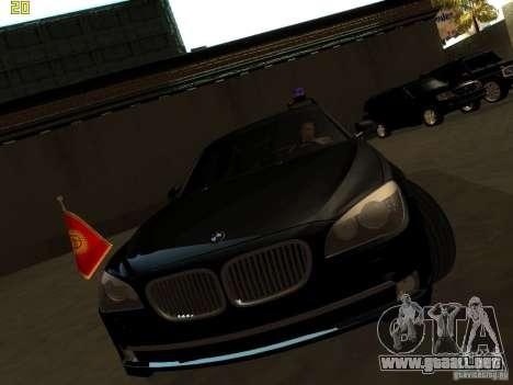 BMW 750Li para GTA San Andreas vista posterior izquierda