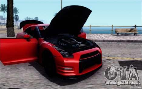 Nissan GTR 2011 egoísta (versión con suciedad) para GTA San Andreas vista posterior izquierda