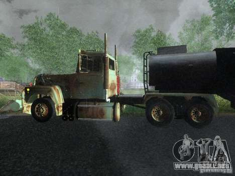 Armored Mack Titan Fuel Truck para GTA San Andreas left