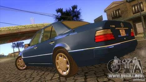 Mersedes-Benz E500 para GTA San Andreas left