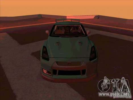 Nissan GT-R R35 rEACT para GTA San Andreas vista hacia atrás