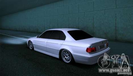 BMW 750i para GTA San Andreas vista hacia atrás