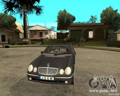 Mercedes–Benz E Class para GTA San Andreas vista hacia atrás