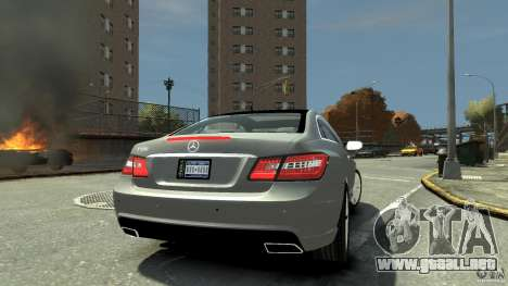 Mercedes-Benz E 500 Coupe V2 para GTA 4 ruedas