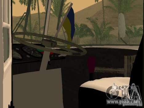 LAZ 695 para visión interna GTA San Andreas