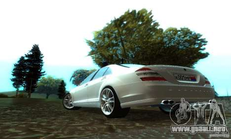 Mercedes-Benz S500 W221 Brabus para GTA San Andreas vista posterior izquierda