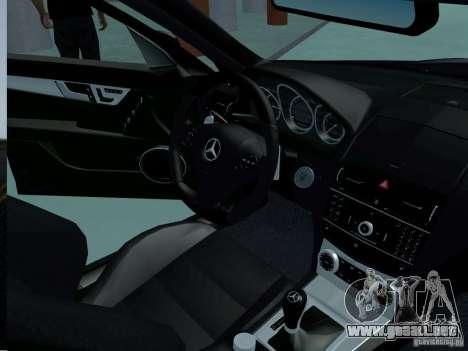 Mercedes-Benz C63 AMG 2010 para la visión correcta GTA San Andreas