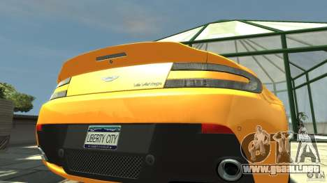 Aston Martin V12 Vantage 2010 para GTA 4 vista hacia atrás