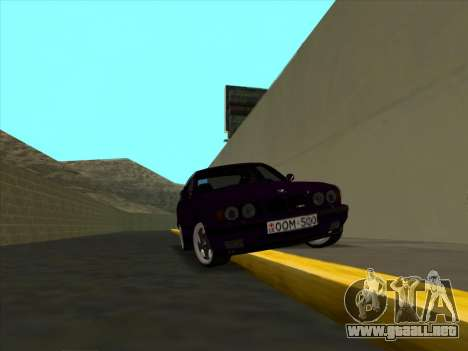 BMW M5 E34 NeedForDrive para GTA San Andreas vista hacia atrás