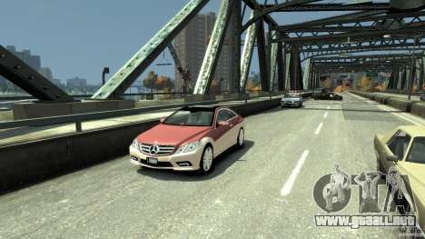 Mercedes-Benz E 500 Coupe V2 para GTA 4 left