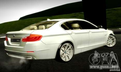 BMW 550i F10 para GTA San Andreas vista posterior izquierda