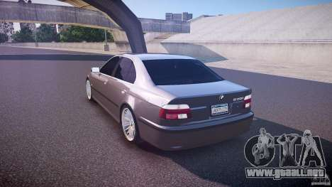 BMW 530I E39 stock white wheels para GTA 4 Vista posterior izquierda