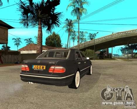 Mercedes–Benz E Class para GTA San Andreas vista posterior izquierda