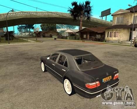 Mercedes–Benz E Class para GTA San Andreas left