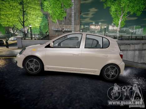 Toyota Vitz para GTA 4 left