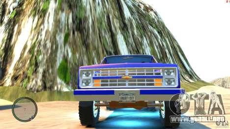Chevrolet Suburban 1986 para GTA 4 vista lateral