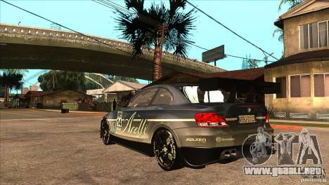 BMW 135i Coupe GP Edition Skin 3 para GTA San Andreas vista posterior izquierda