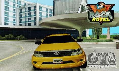Toyota Fortuner Original 2013 para GTA San Andreas vista hacia atrás