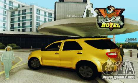 Toyota Fortuner Original 2013 para GTA San Andreas left