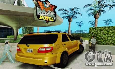 Toyota Fortuner Original 2013 para la visión correcta GTA San Andreas