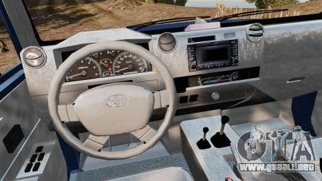 Toyota Land Cruiser 70 2013 para GTA 4 vista hacia atrás