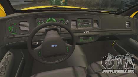 Ford Crown Victoria 1999 NYC Taxi v1.1 para GTA 4 vista hacia atrás