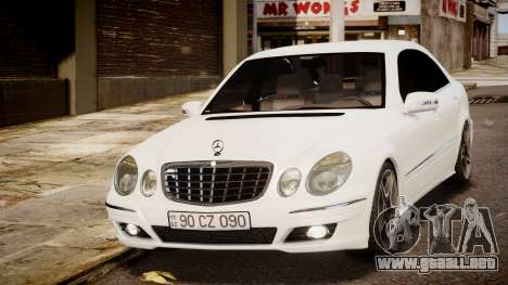 Mercedes-Benz E-Class Executive 2007 v1.1 para GTA 4 Vista posterior izquierda