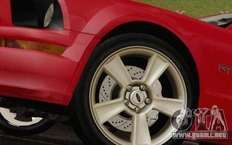 Ford Mustang GT 2005 para GTA San Andreas vista posterior izquierda