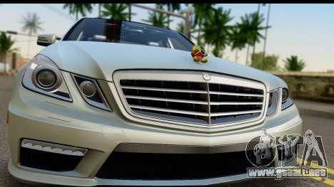 Mercedes-Benz E63 AMG para GTA San Andreas vista posterior izquierda