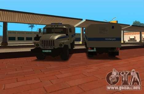 Ural 4320 la policía antidisturbios para GTA San Andreas vista posterior izquierda