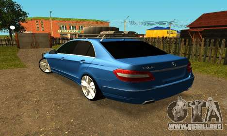 Mercedes Benz E500 W212W para GTA San Andreas left