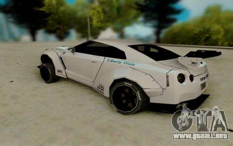Nissan GTR R35 para GTA San Andreas vista posterior izquierda