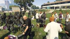 30 SWAT VS 60 Gangsters 1.0 para GTA 5