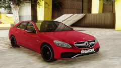 Mercedes-Benz E63 Sedan Red para GTA San Andreas